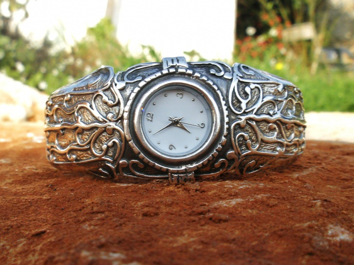 cool artistic watch design idea