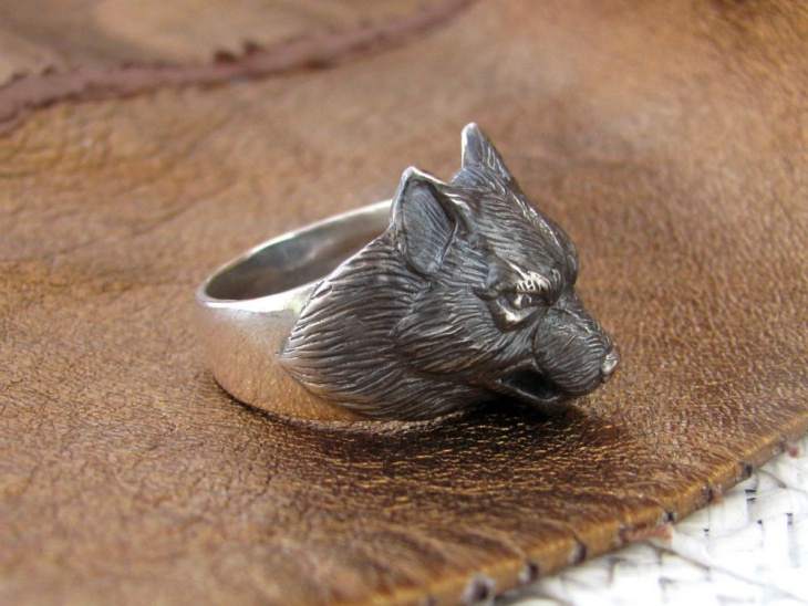 Silver Wolf Ring Design