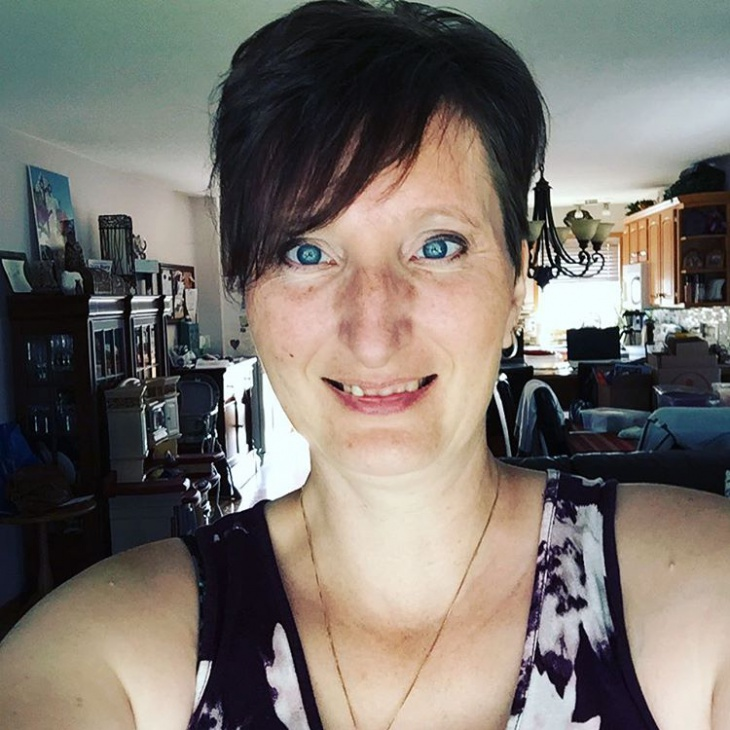 simple pixie cut with bangs