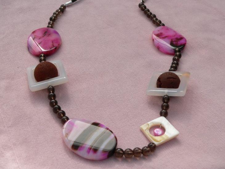 Pink Agate Necklace Design