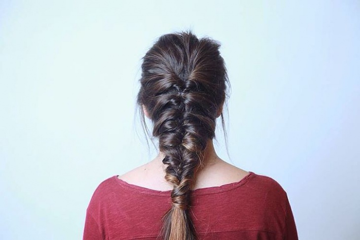 simple loop braid hairstyle
