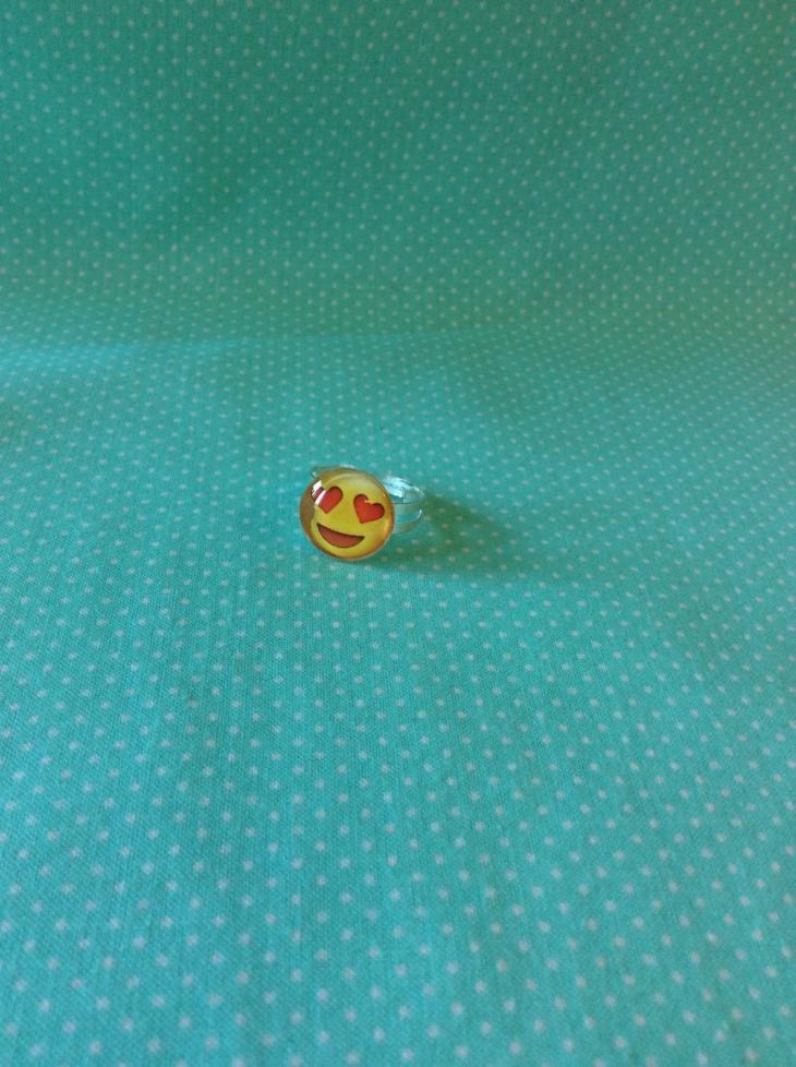 Heart Eyes Emoji Ring Design