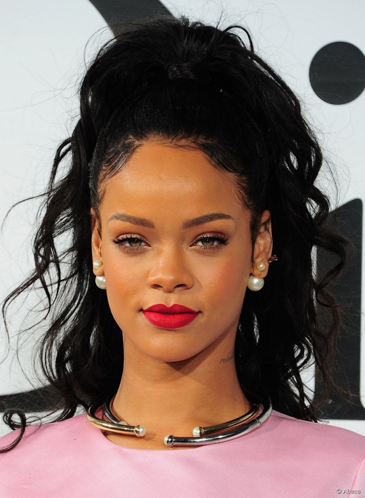 rihanna high curly ponytail hairstyle