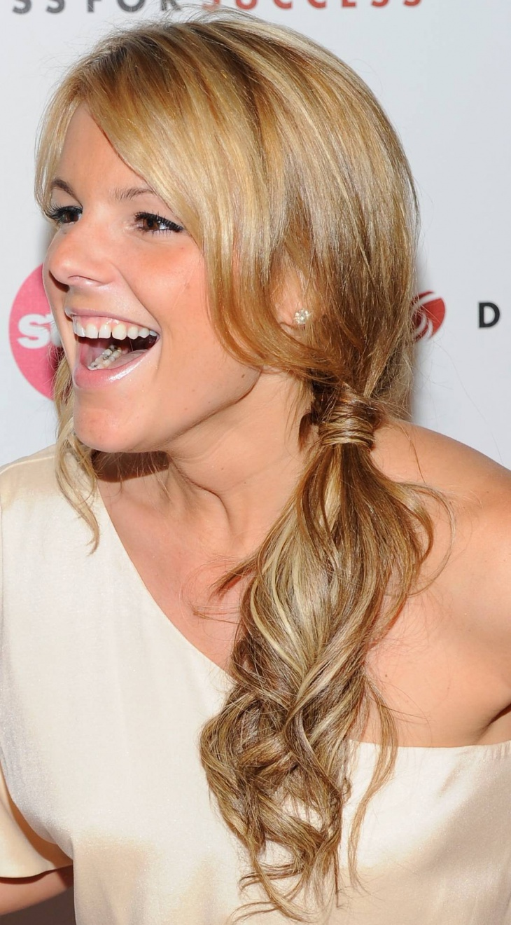 Ali Fedotowsky Curly Ponytail Hairstyle for Prom