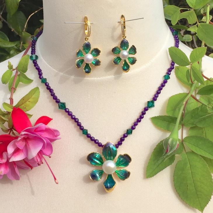 lily pendant necklace set