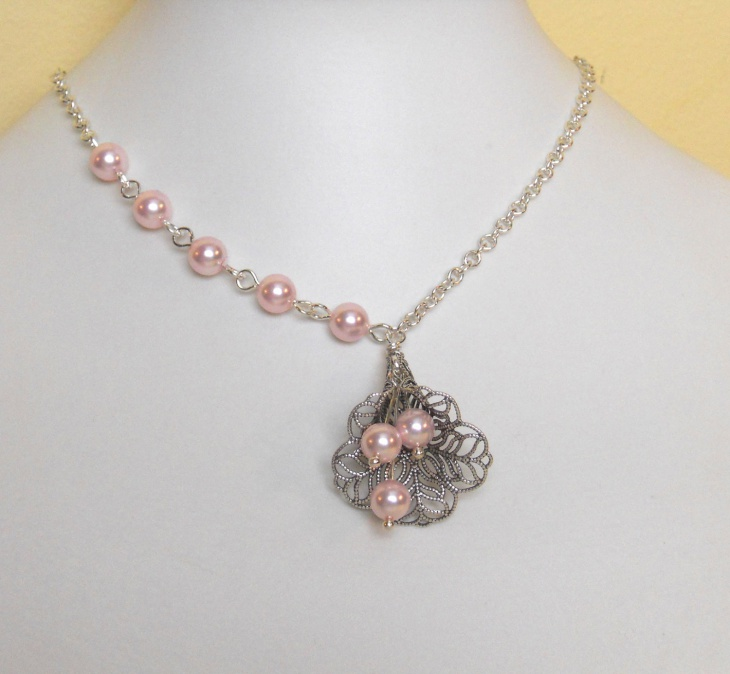 Lily Flower Wedding Necklace Idea