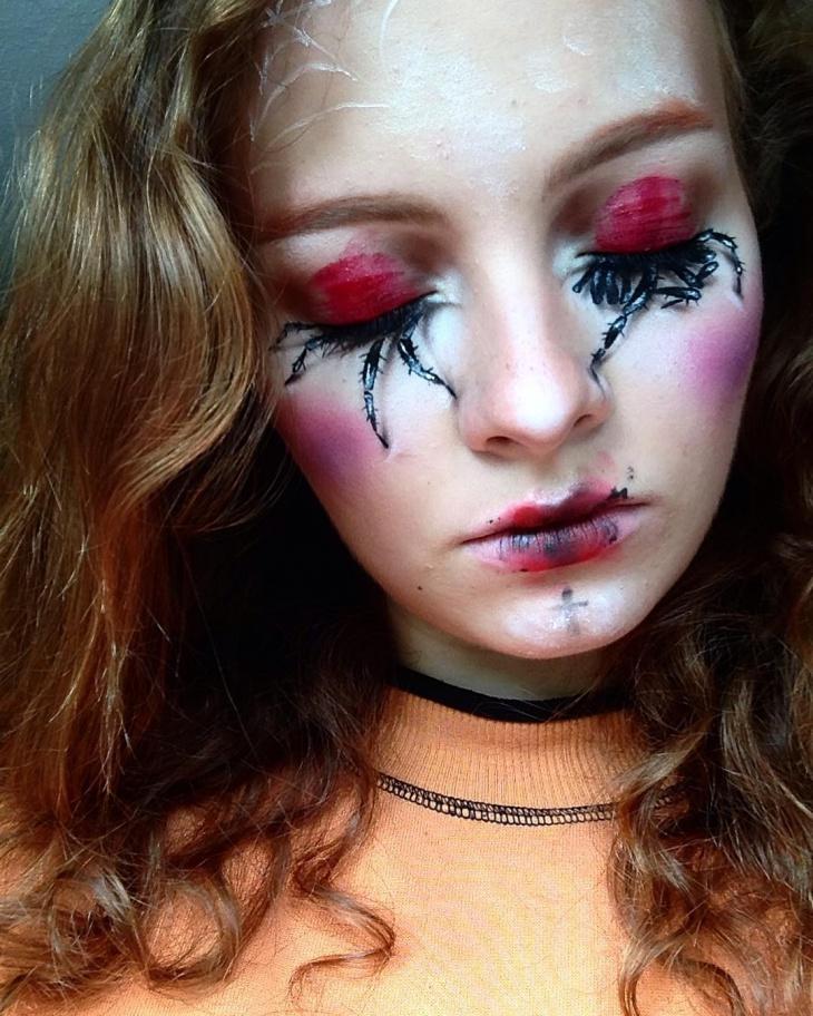 red eye spider makeup