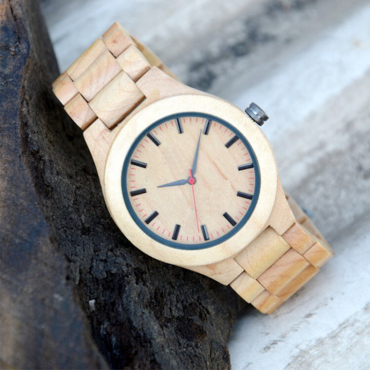 Handcrafted Bamboo Watch Design