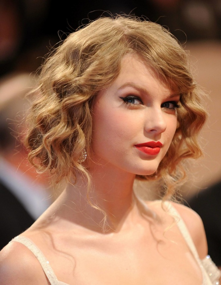 Taylor Swift Curly Flapper Haircut