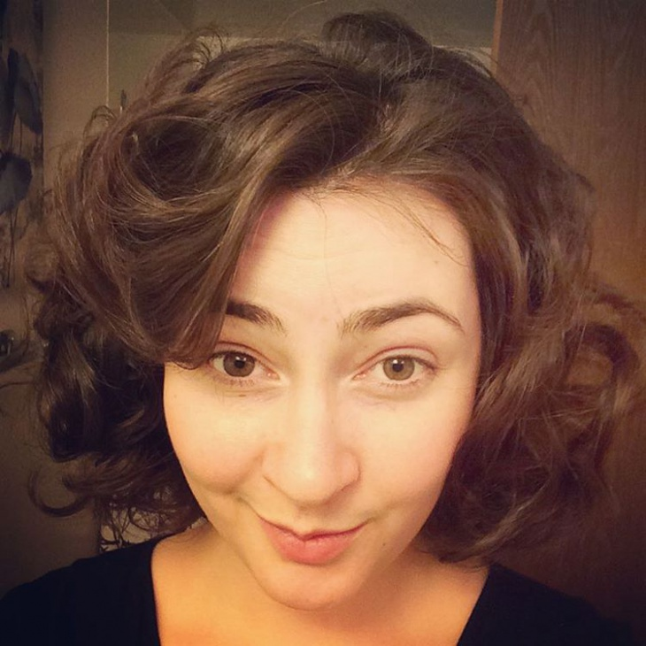 Finger Curls Flapper Hairstyle