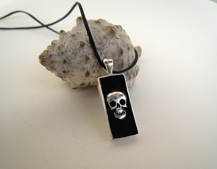 Skull Pendant Gothic Necklace