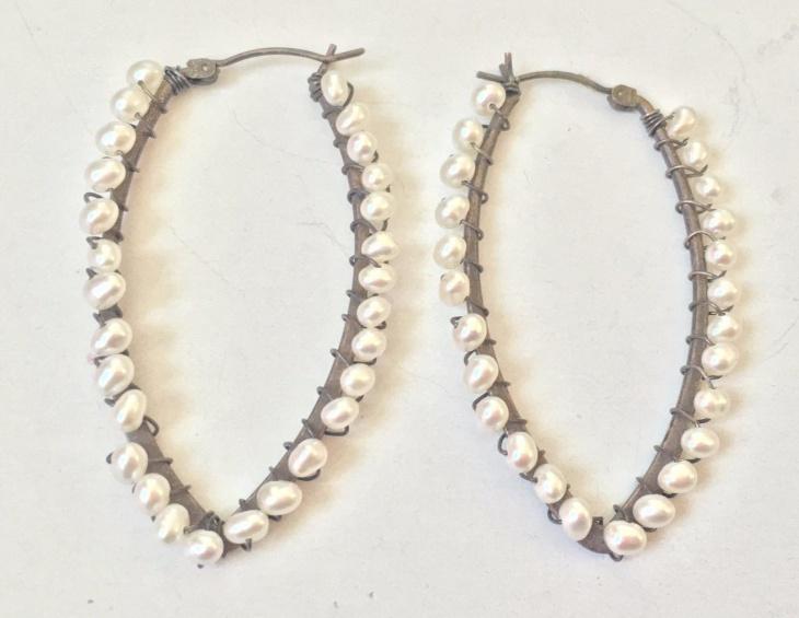 Bead Wire Earrings Model