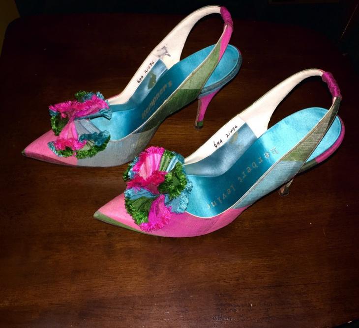 vintage style pom pom shoes