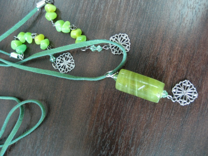 beautiful green cylinder pendant