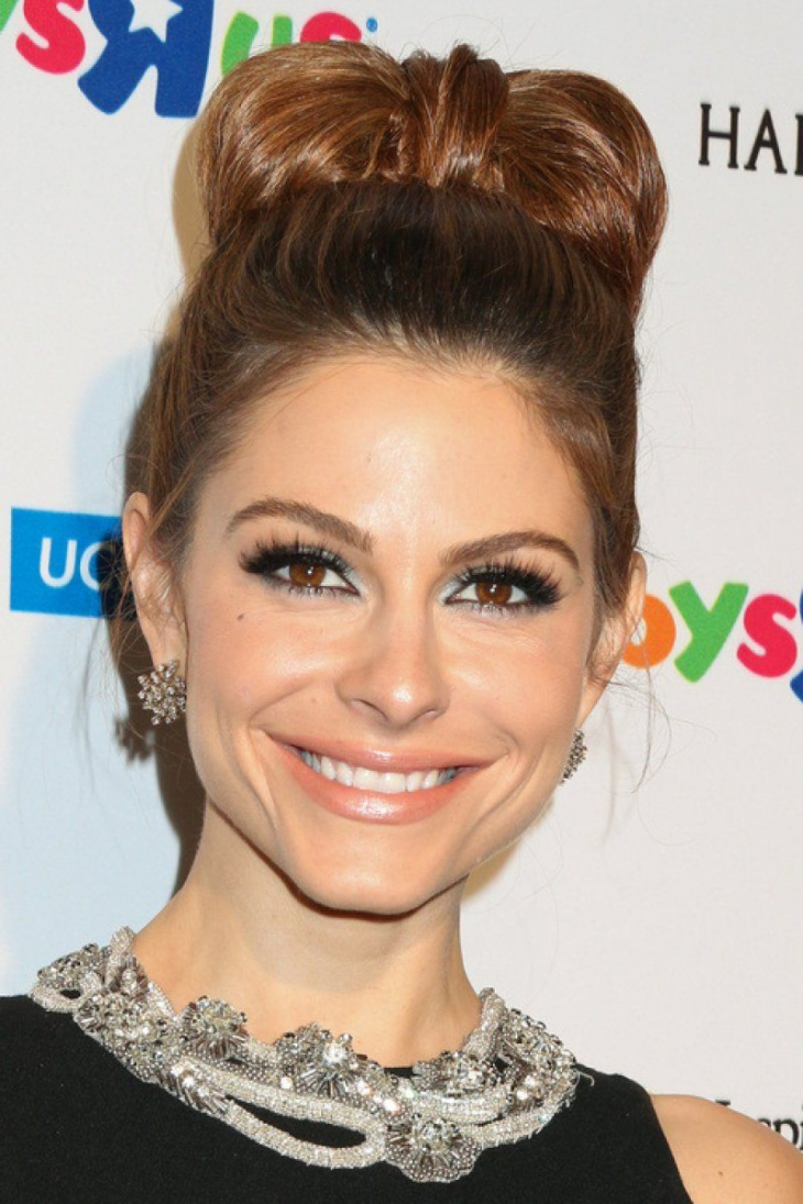 maria menounos bow bun hairstyle