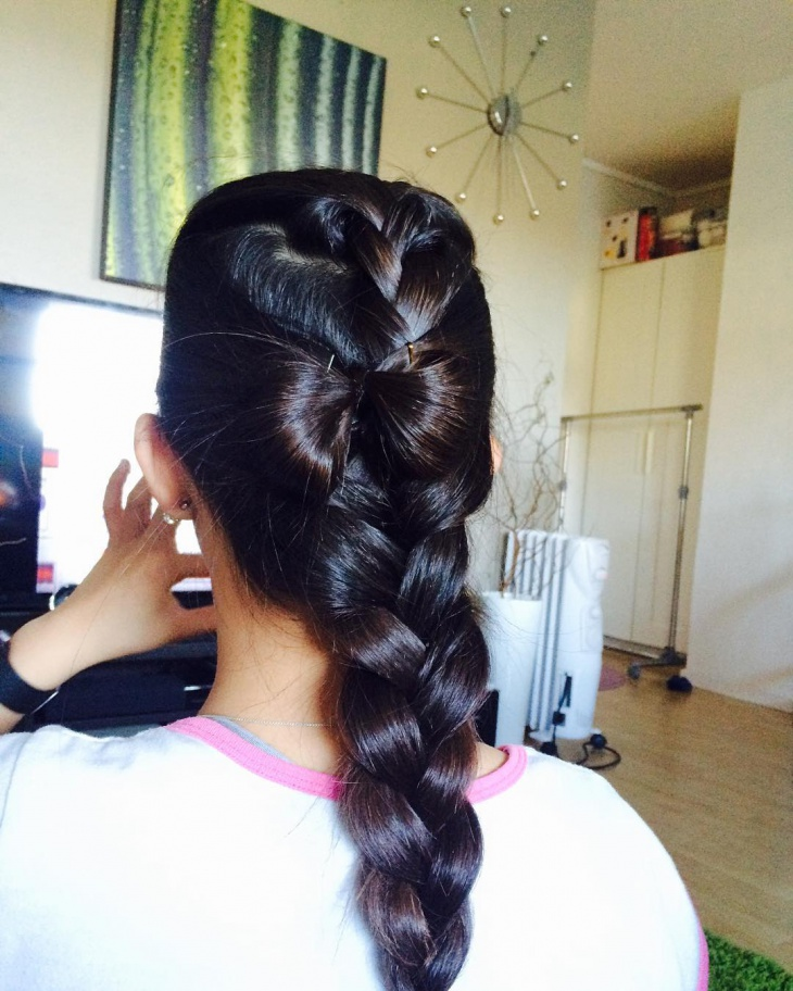 natural bow hairstyle