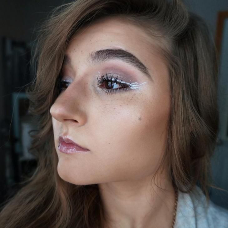 Easy Snowflake Makeup