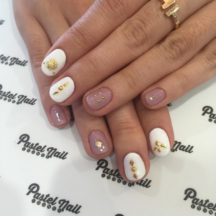 pretty seashell nail manicure
