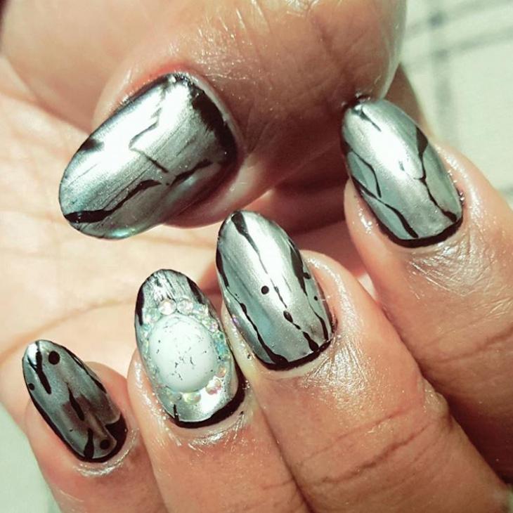 Dazzling Crackle Nails