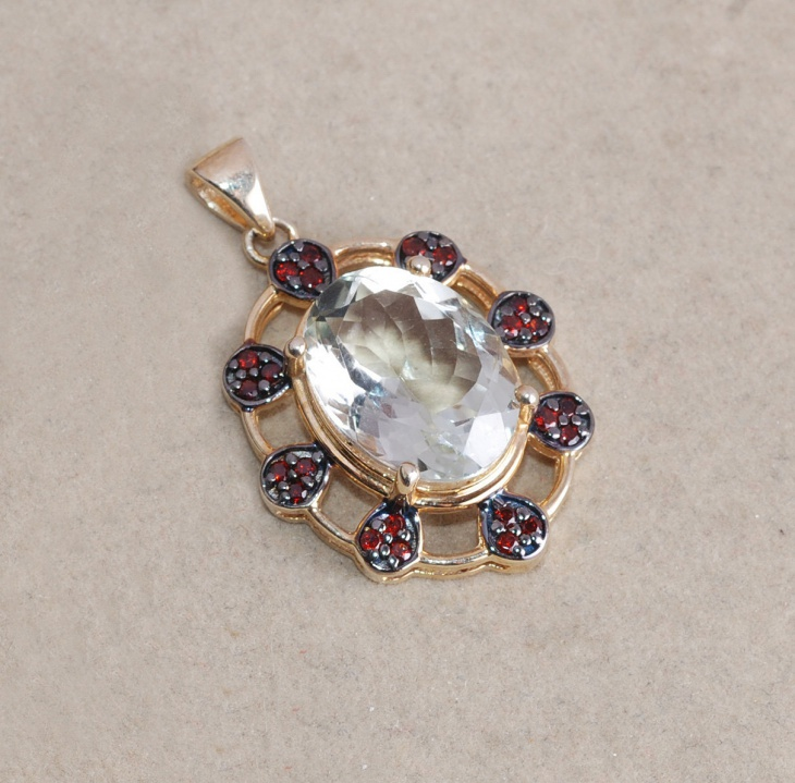 yellow gold oval pendant