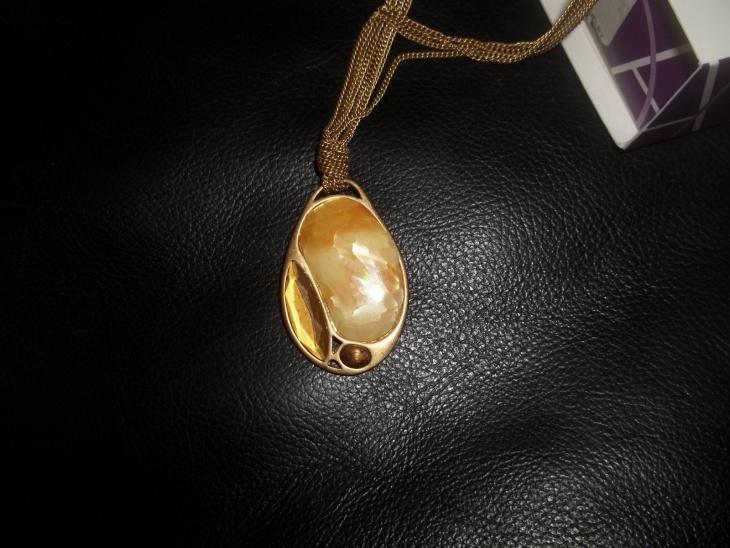 unique oval pendant idea