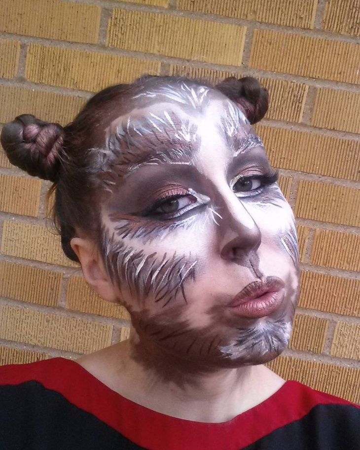 Simple Wolf Makeup for Women