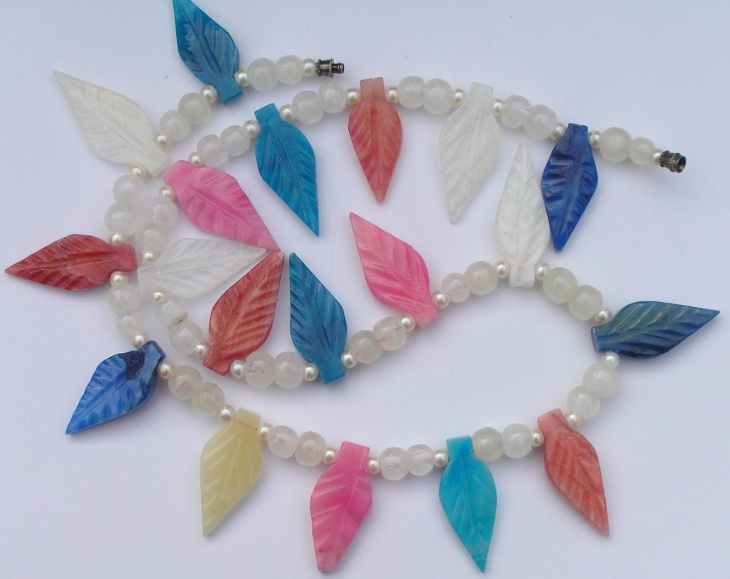 beaded leaf necklace