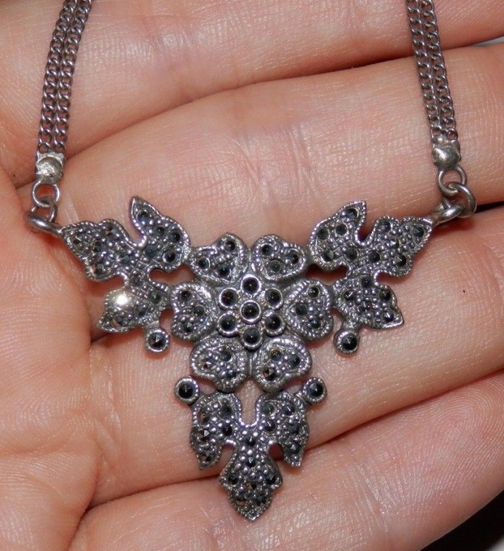 Flower and Leaf Necklace
