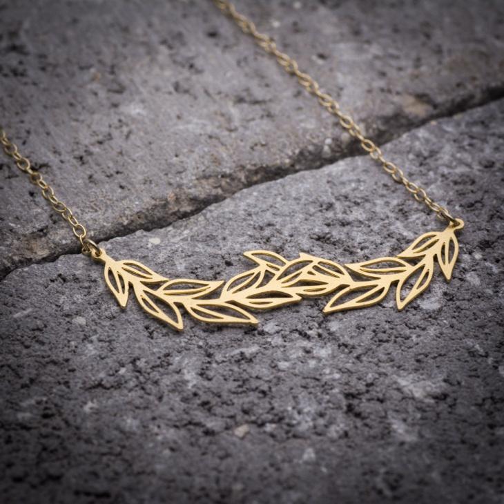 Cool Leaf Necklace Idea