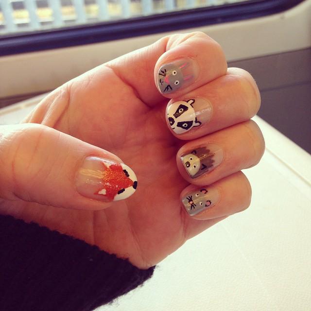 gray hedgehog nail art