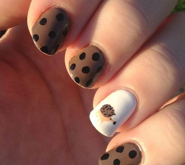 dotted hedgehog nails
