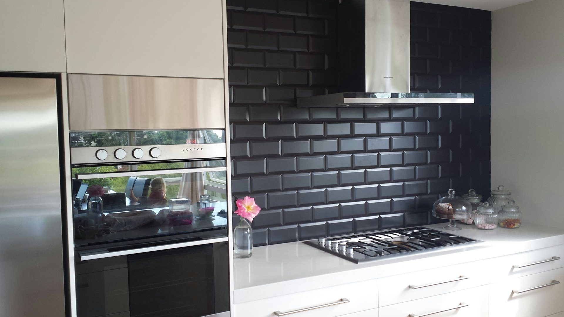 Bevelled Edge Tiles >> 10 Stylish Ways to Utilise Subway Tiles | Design Trends ...