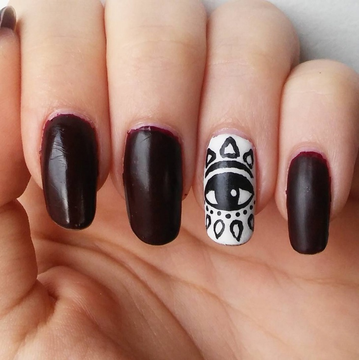 Black and White Eye Nails