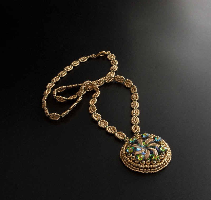 gold medallion pendant chain