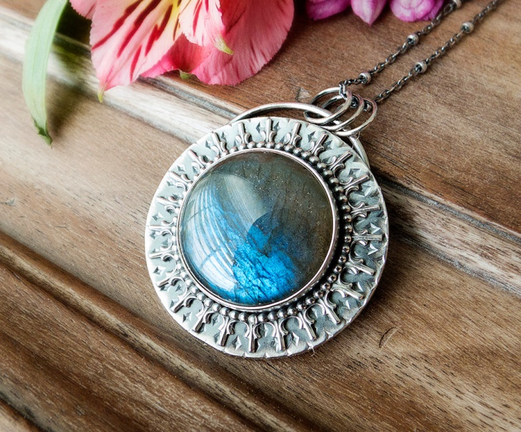 blue labradorite medallion pendant