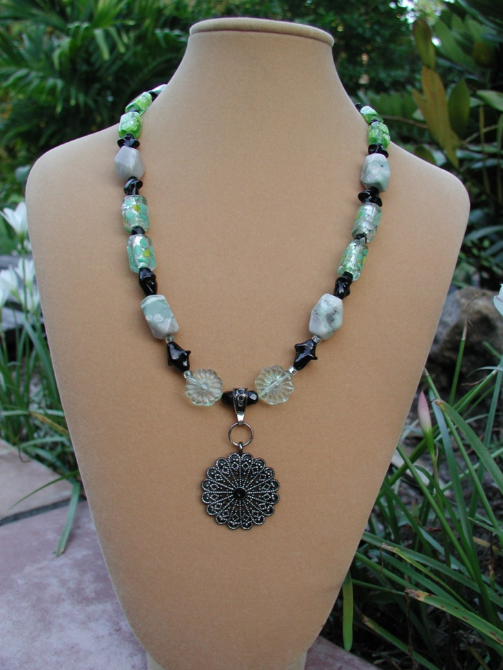 beaded medallion pendant necklace