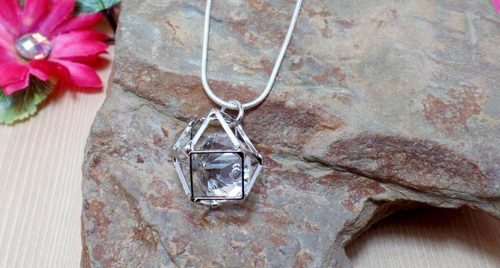 https://images.designtrends.com/wp-content/uploads/2016/08/23172907/Cube-Necklace-Designs.jpg