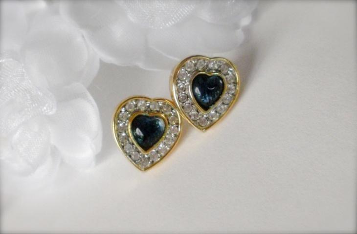 diamond heart earrings design