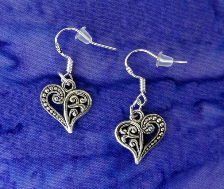 simple heart earrings design