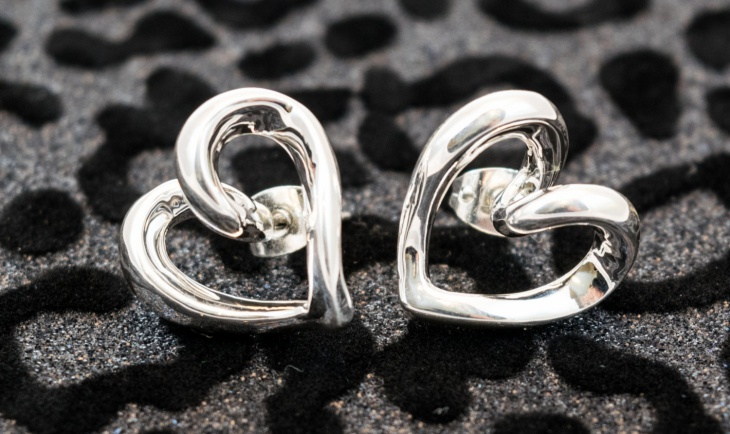 cute platinum heart earrings design