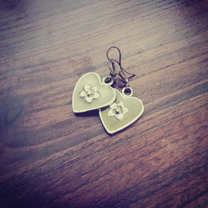 green heart earrings idea