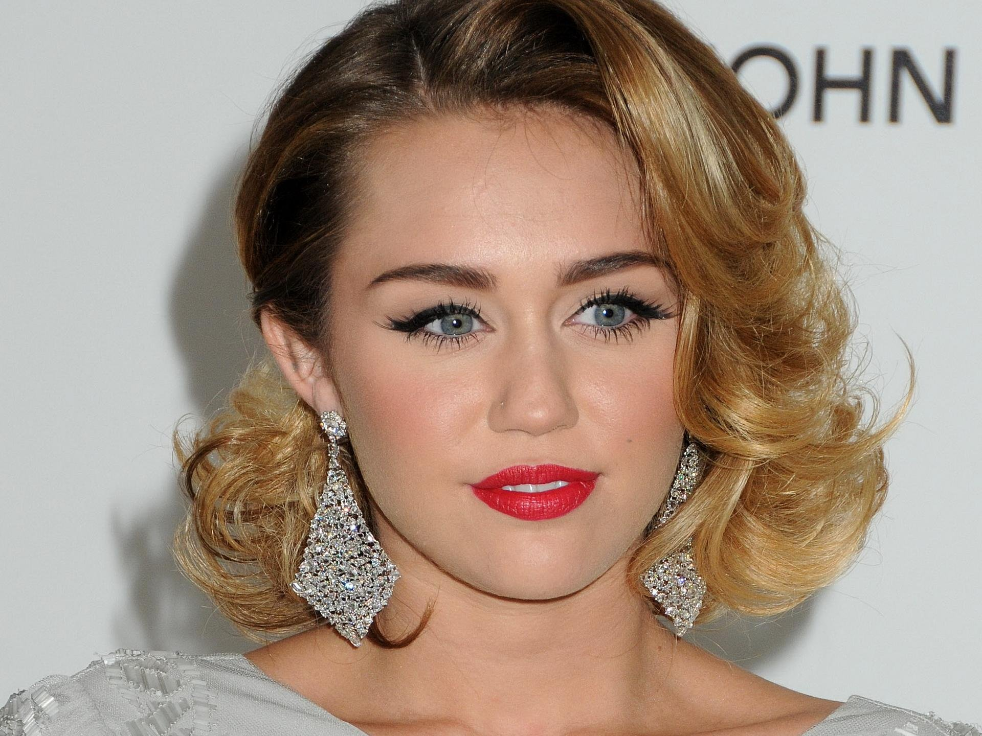 miley cyrus short victorian hairstyles