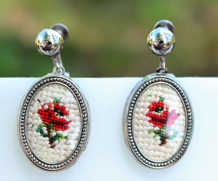silver tone victorian style embroidered earrings