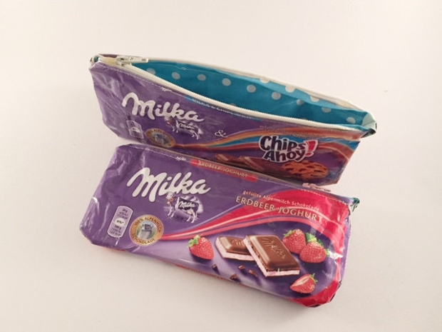 Upcycling-make-up bag of chocolate packaging