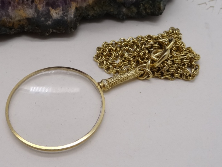 vintage magnifying pendant