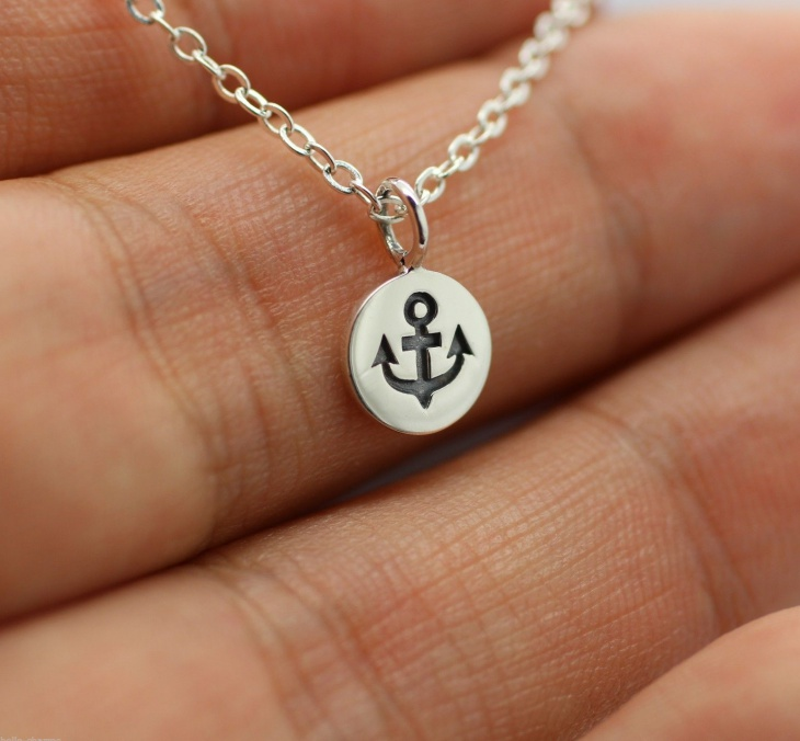 Tiny Anchor Pendant Necklace