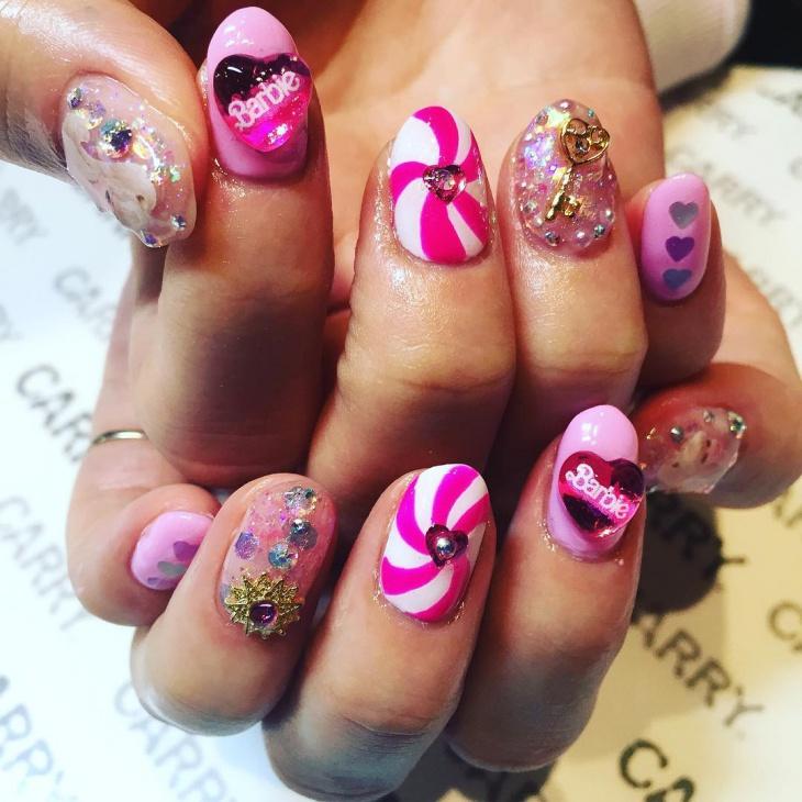 candy swirl nail art