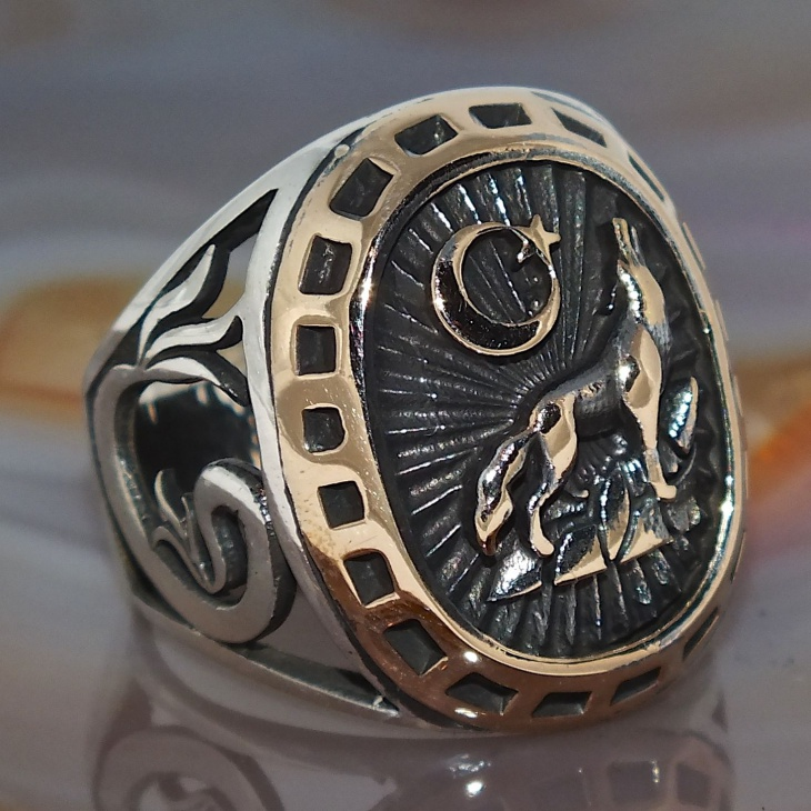 howling wolf solid mens ring