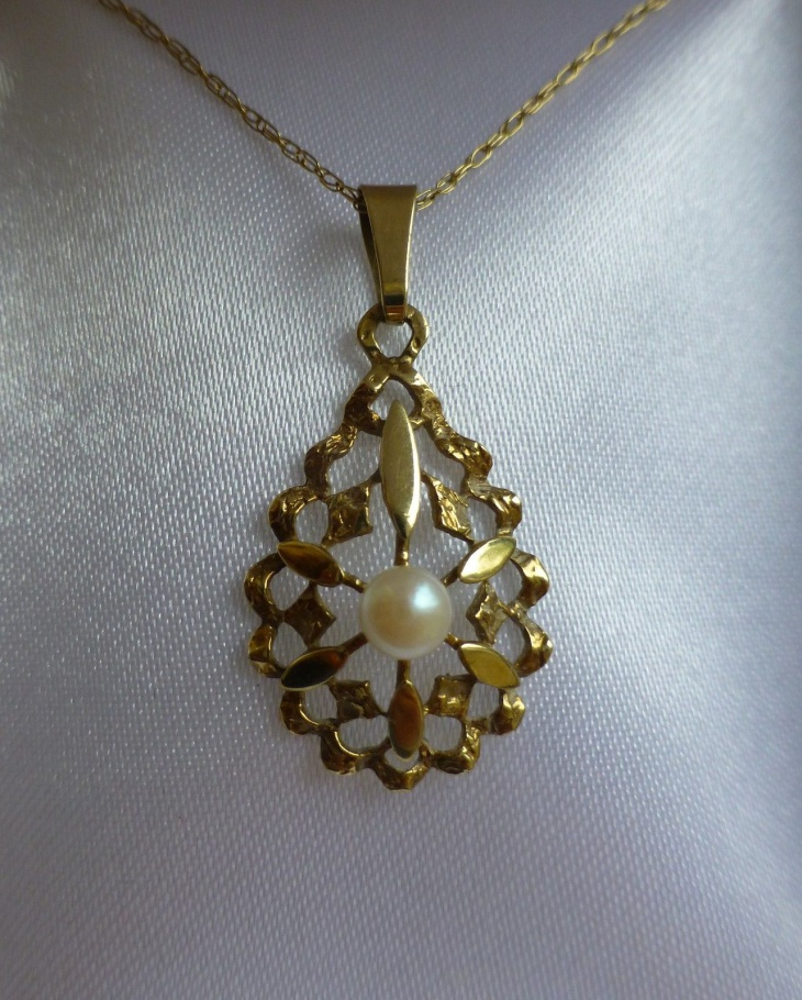 antique pearl pendant