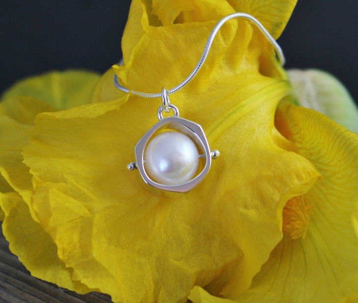 natural pearl pendant design